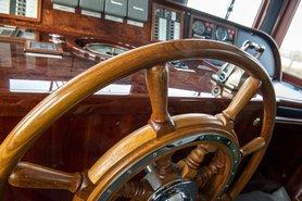 Капитанская рубка, фото 2 — теплоход «Ярослав Мудрый»